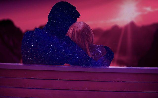 Влюбленные и закат