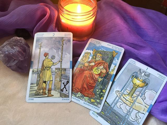 Три карты Таро и свеча